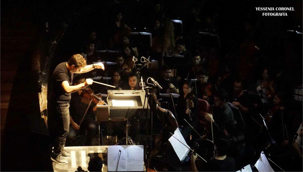 Bajo la dirección de Oliver Díaz, la Orquesta Sinfónica Nacional Juvenil Bicentenario interpreta las melodías que dan inicio a la historia trágica de amor...